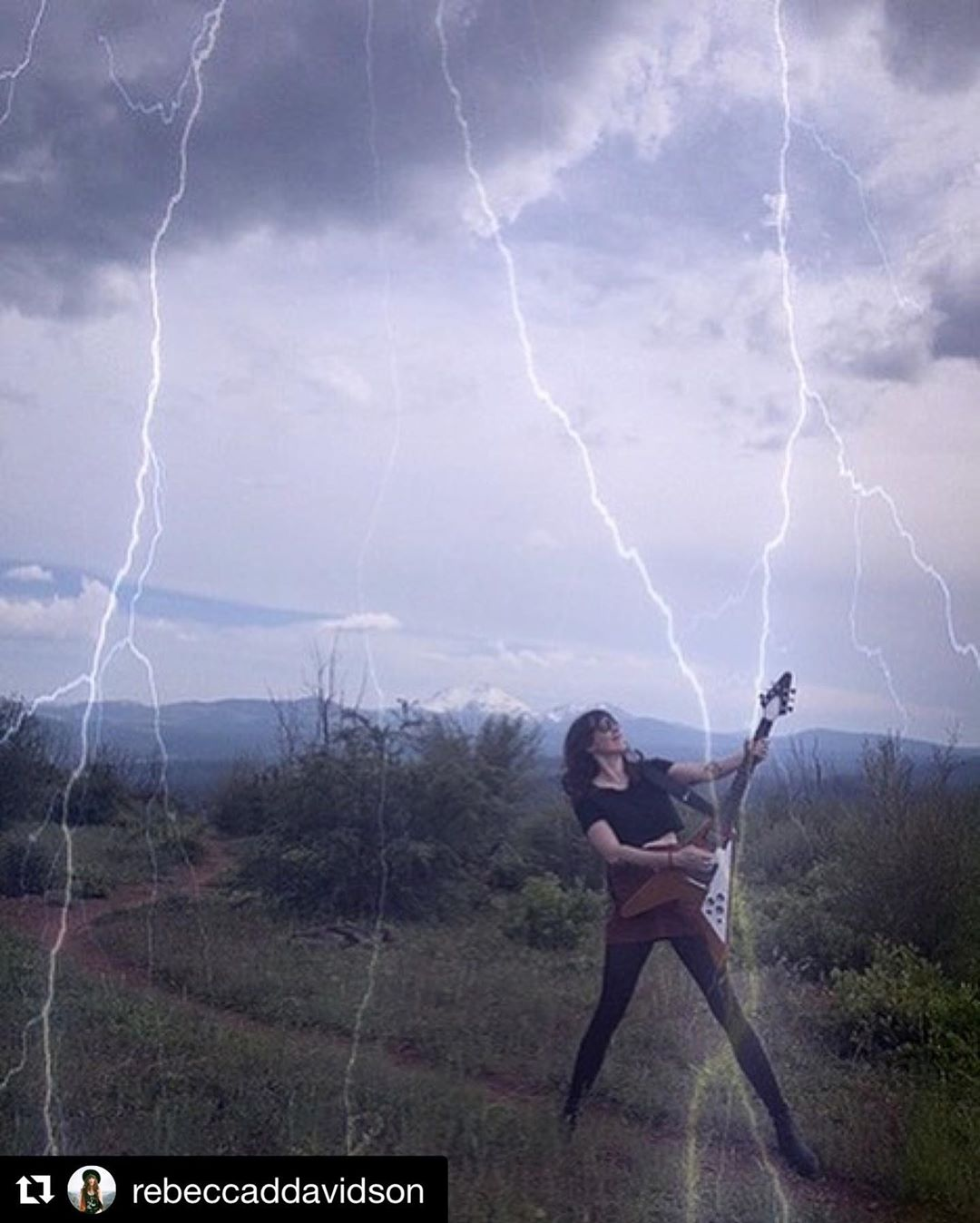 @rebeccaddavidson getting inspired @lassenvolcanicnational ??????#godofthunder?? #flyingv @gibsonguitar @spindriftwest ••• TONIGHT IN LA @theechola with @thedeadmeadow @hallowgallows ••• we'll have #songsfromtheancientage ON VINYL! ???????????????